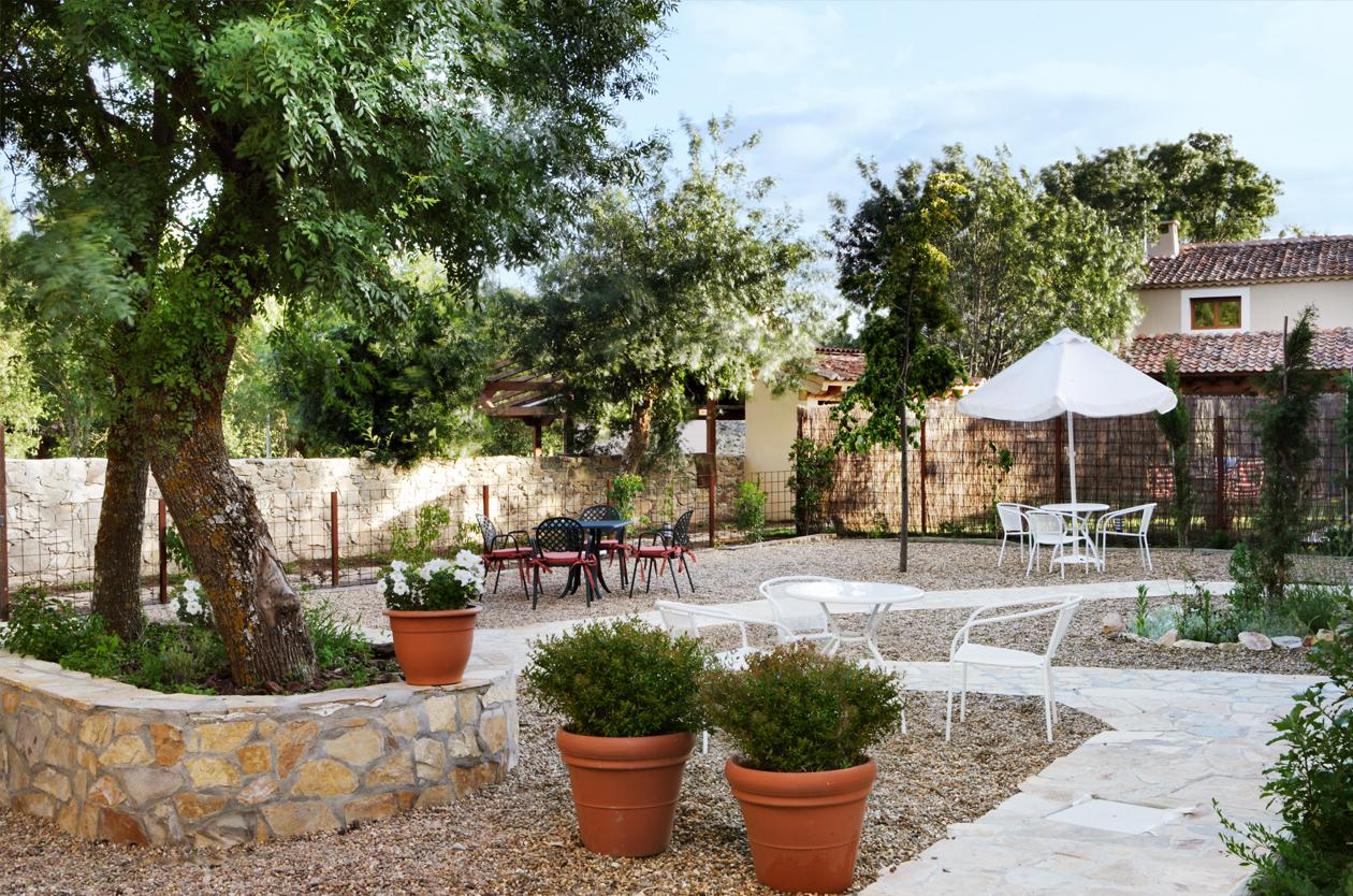Casa rural con jard n pedraza el port n segoviano for El jardin pedraza