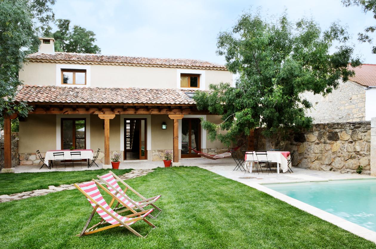 Casa rural con jard n y piscina pedraza el port n segoviano for El jardin pedraza